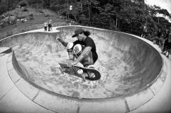 Ricardo Wendhausen domina como poucos tanto o surf como o skate progressivo. Foto: Heverton Ribeiro
