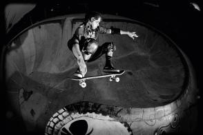 Léo Kakinho no bowl que ele mesmo desenhou. Foto: Heverton Ribeiro