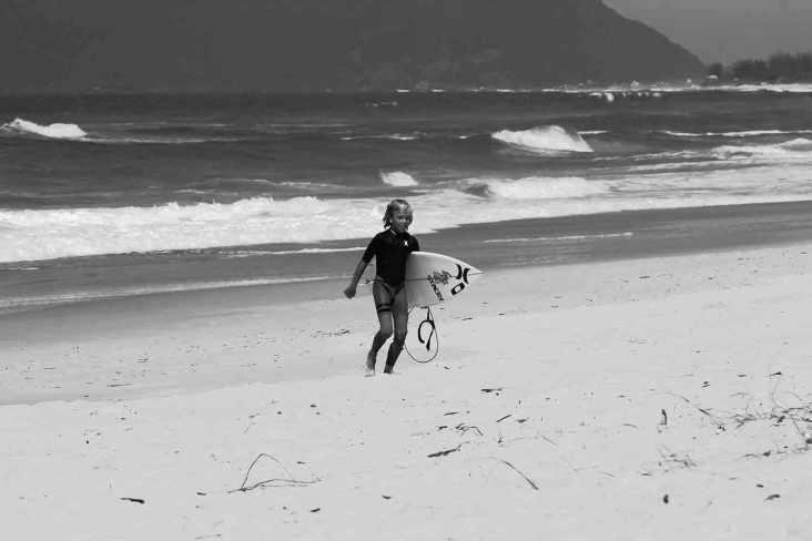Com 10 anos, o australiano Keegan Palmer se diverte e impressiona no concreto e no mar. Foto: Haruo Kaneko