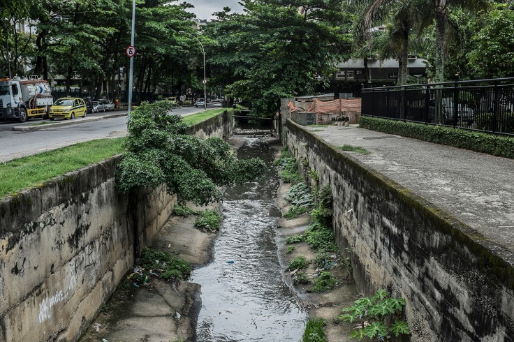 The sewage's channel coming from Rocinha's slum