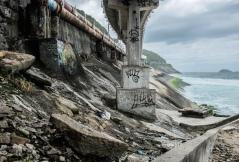 A tubulação do esgoto do bairro é mais um problema ambiental em São Conrado. Enferrujados, os canos estouram com frequência.