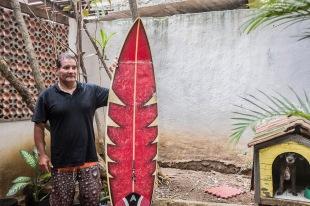 Carlos Augusto, 55, representante da primeira geração dos surfistas da Rocinha.